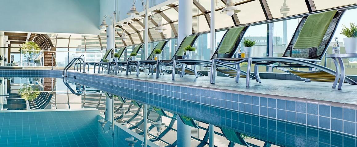 Toronto-hotel-pool-Chelsea-Hotel-deck-27-poo